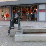 Der Weserspucker ist ein Brunnen auf dem Marktplatz