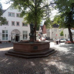 Marktplatzbrunnen von Beverungen. Eine Stadt an der Weser